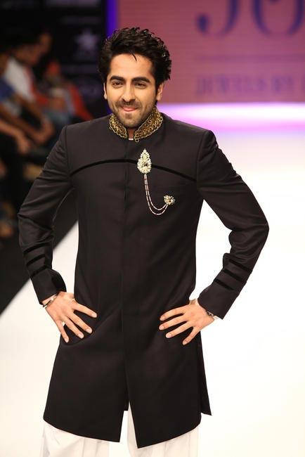 IIJW 2012 -  Ayushman Khurana Walking the ramp for Jewels of Preeti