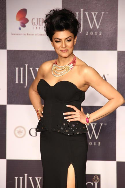 IIJW 2012 - Walking the ramp for Birdicchand Ghanshyamdas - Sushmita Sen 5