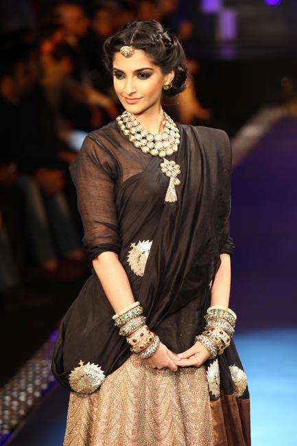 IIJW'12 - Sonam Kapoor walking the finale 1