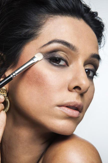 SMUDGING EYE SHADOW WILL GIVE YOU A PERFECT SMOKEY EYE LOOK