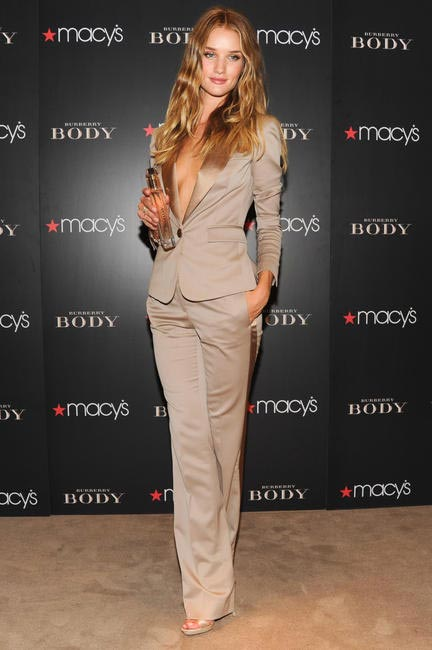 Rosie Huntington-Whiteley wearing Burberry at the Burberry B