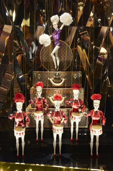 Louis Vuitton Window dislay 6