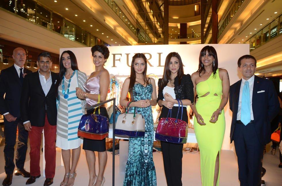 Elizabetta Cutillo, Gul Panag, Shazahn Padamsee, Amrita Puri and Manasi Scott