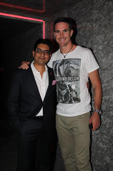 Rohan Vaziralli, Country Manager Estee Lauder Co with Cricketer Kevin Pieterson