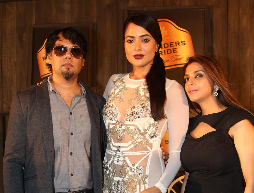 At Blenders Pride FashionTour Preview-Shane and Falguni Peacock with Sameera Reddy1