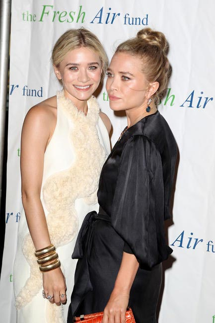 Preppie_Mary_Kate_and_Ashley_Olsen_at_the_Fresh_Air_Fund_Salute_to_American_Heroes_5_001