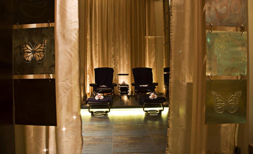 Mudraa Manicure, Pedicure, Reflexology room