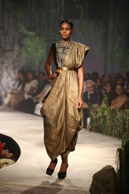 Anamika Khanna's breath taking couture collection at PCJ Delhi Couture Week 2013