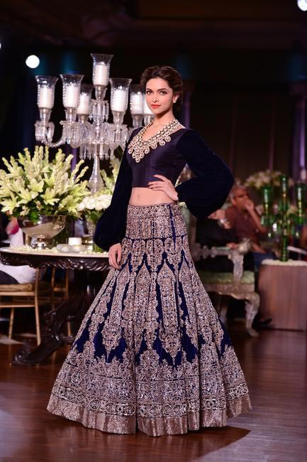 Deepika Padukone walked for Manish Malhotra at PCJ Delhi Couture Week 2013