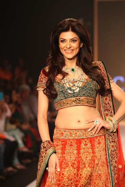 IIJW 2013- Forever gorgeous Sushmita Sen for Charu Jewels 7
