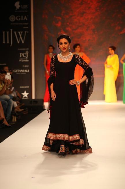 IIJW 2013 - Graceful Karisma Kapoor for Kay Jewels