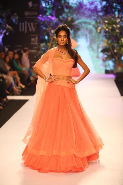 IIJW 2013 - Lisa Haydon looked stunning in Nirav Modi designs