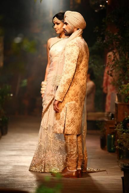 Sabyasachi at DCW 2013