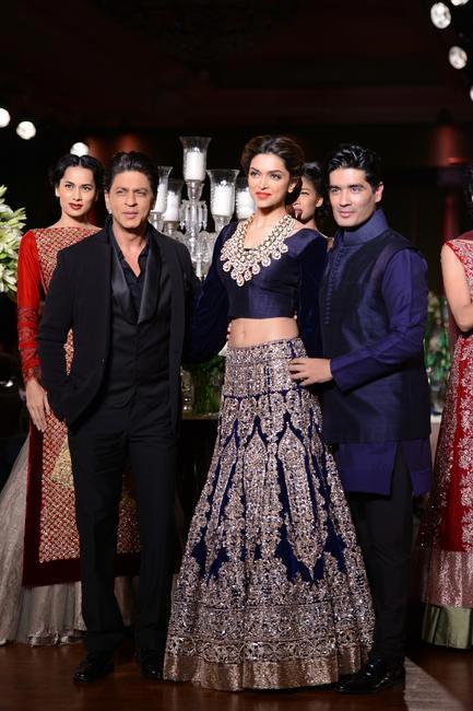Shahrukh Khan and Deepika Padukone with Manish Malhotra at DCW 2013