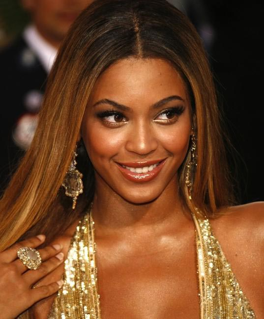 Beyonce loves some body shimmer. Bobbi Brown suggests enhancing just one part of your body with shimmer