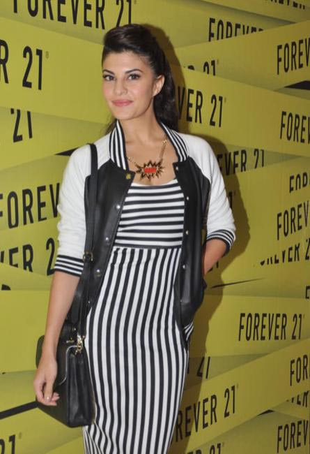 Jaqueline Fernandes shows how to work high street brands. Rocks the monochrome look  in Forever 21