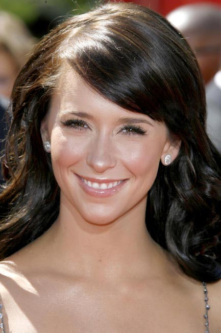 jennifer Love Hewitt's shimmer cheeks glow with radiance