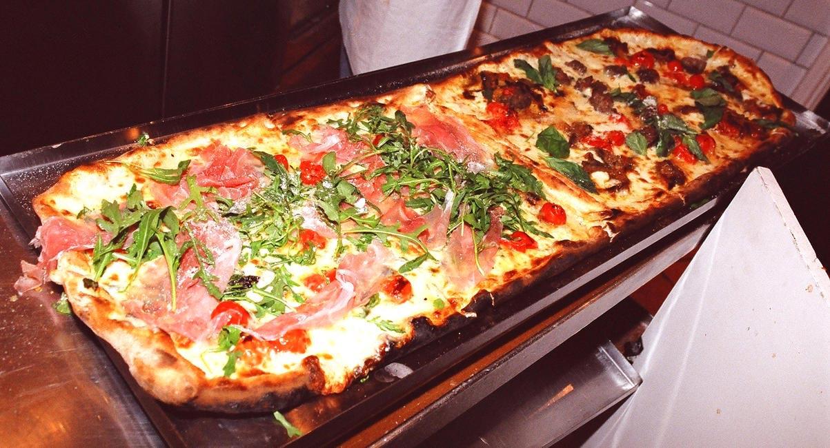 Metre long pizza - Pizza Metro Pizza