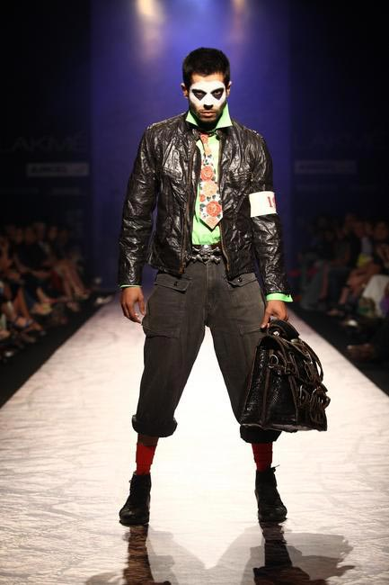 Arjun Khanna at LFW SR 2013 - 1