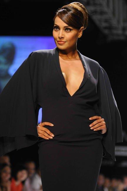 Bipasha Basu walked for Shantanu & Nikhil's show at Lakme fashion Week SS 13