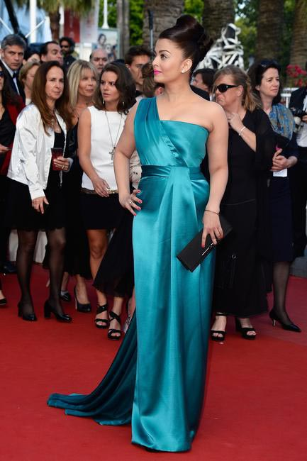 Aishwarya Rai Bachchan in Gucci Premie�?re deep teal one shoulder silk gown