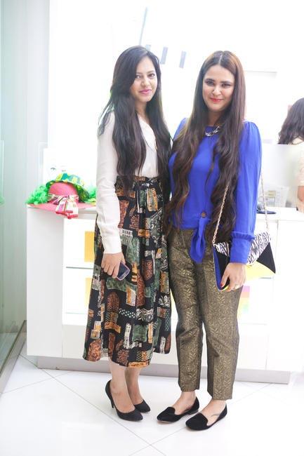 Bloggers Aayushi Bangur and Jasleen Gupta