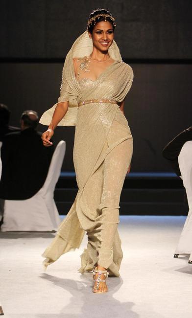 Gold Fashion Show - Tarun Tahiliani Designs, Jewellery - Tarun Tahiliani for Azva jewels