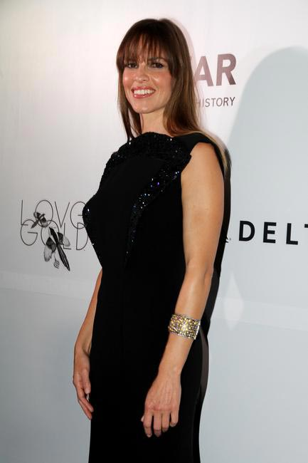 Hillary Swank dazzling in Symmetry gold jewellery at the amfAR India Red Carpet_Photo Credit LoveGold