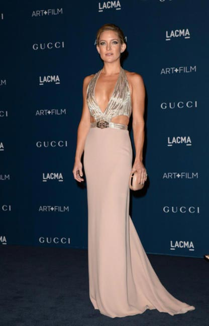 Kate Hudson wore a Gucci One of a Kind nude silk crepe cut out gown with all over beaded bodice and crystal brooch detail and a blush watersnake box...