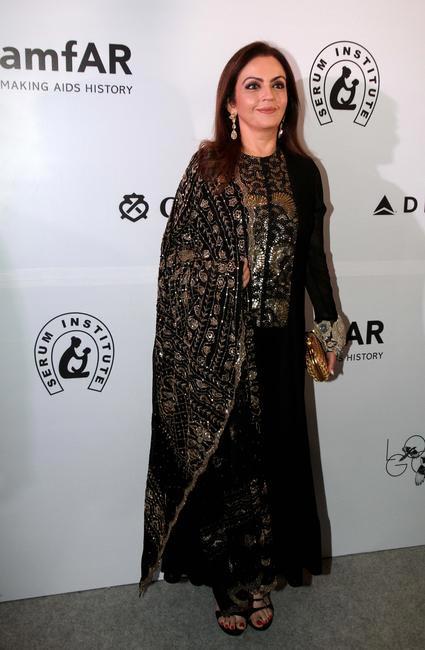 Neeta Ambani walks the amfAR India red carpet accessorized in gold_Photo Credit_LoveGold