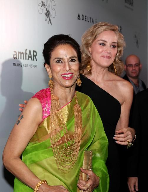 Sharon Stone and Shobha De adorned in gold jewellery at the amfAR India Red Carpet- Photo Credit-LoveGold