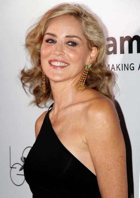 Sharon Stone  flaunts her love for gold with Azva jewellery at the amfAR India Red Carpet_ Photo credit LoveGold