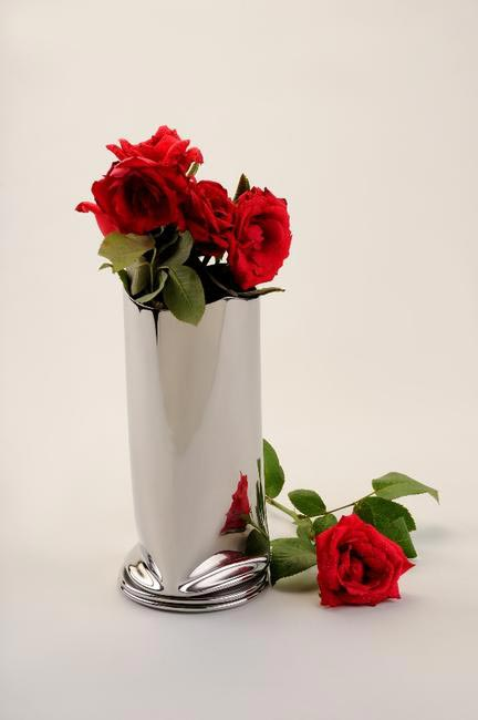 Arttd�??inox Crushed Steel Flower Vase Rs 1,180