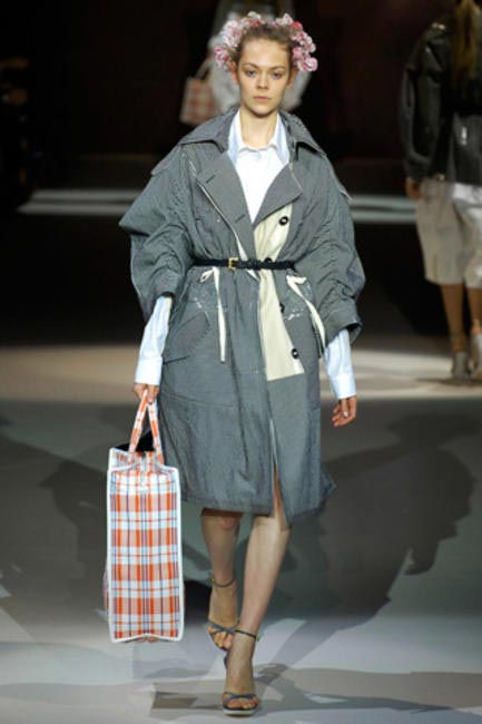 kicking off shopping-bag-as-fashionable-tote trend in 2007
