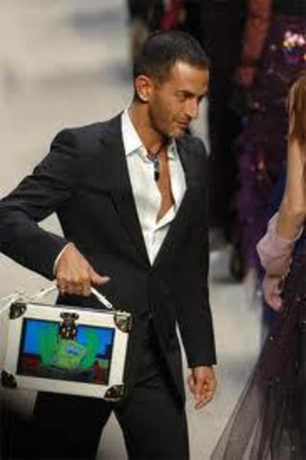 Marc Jacobs with his Sponge Bob square bag