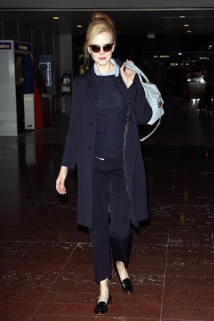 NicoleKidman with her D-bag at the Paris Airport