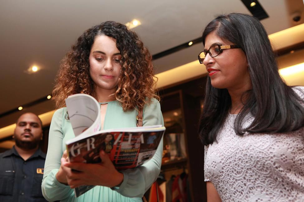 Kangana decides it's time for a quick read