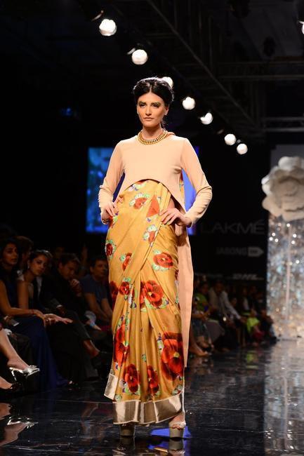 Long short blouse over printed sari