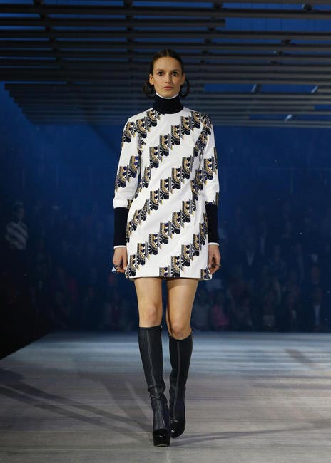 Dior's take on 70s chic!