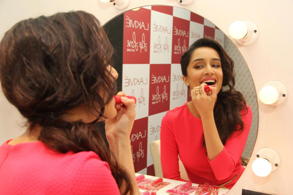 Shraddha Kapoor trying on Lip Love by Lakme
