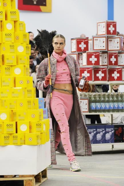 Cara goes shopping in Chanel Supermarket. Wouldn't you like to do that? Paris Fashion Week Autumn WInter 2014