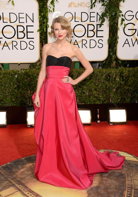 Taylor Swift in a beautiful Carolina Herrera gown - Golden Globe Awards  2014