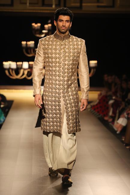 Aditya Roy Kapoor walks the ramp for Manish Malhotra