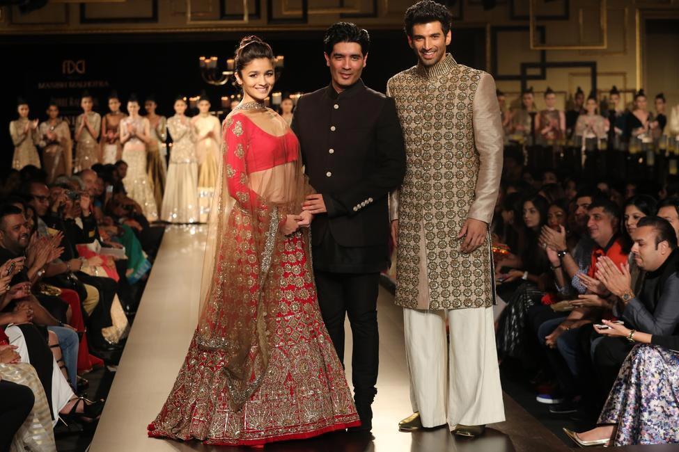 Alia Bhatt and Aditya Roy Kapoor strike a pose with Manish Malhotra