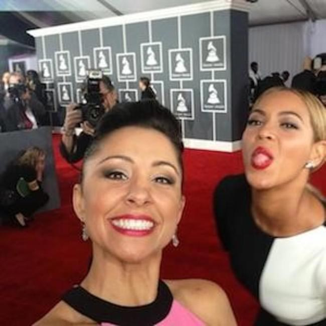 Beyonce photobombs Nikki Boyer's photo