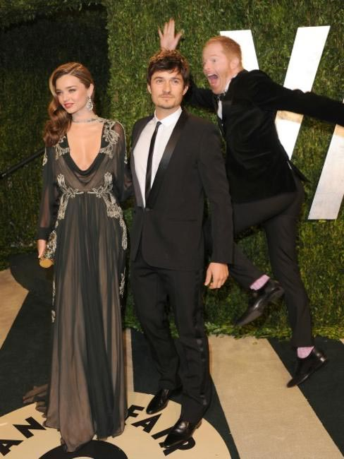 Jesse Tyler Ferguson photobombed Miranda Kerr & Orlando Bloom's photo