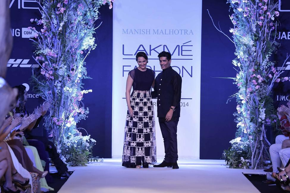Manish Malhotra and Sonakshi Sinha at LFW SR 2014
