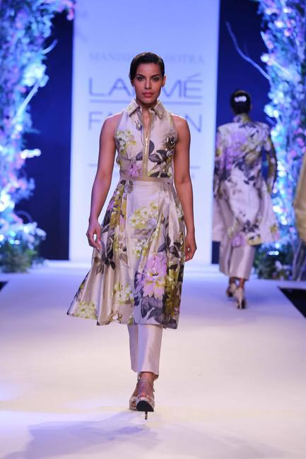 Manish Malhotra at LFW SR 2014 - He experimented with the concept of print-on-print, overlapping embellishments and tonal hues