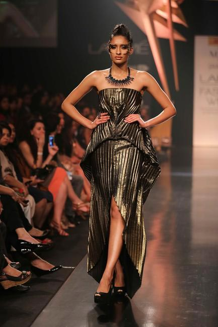 Mawi & Gaurav Gupta show was all about high voltage, extraterresterial glamour at LFW SR 2014