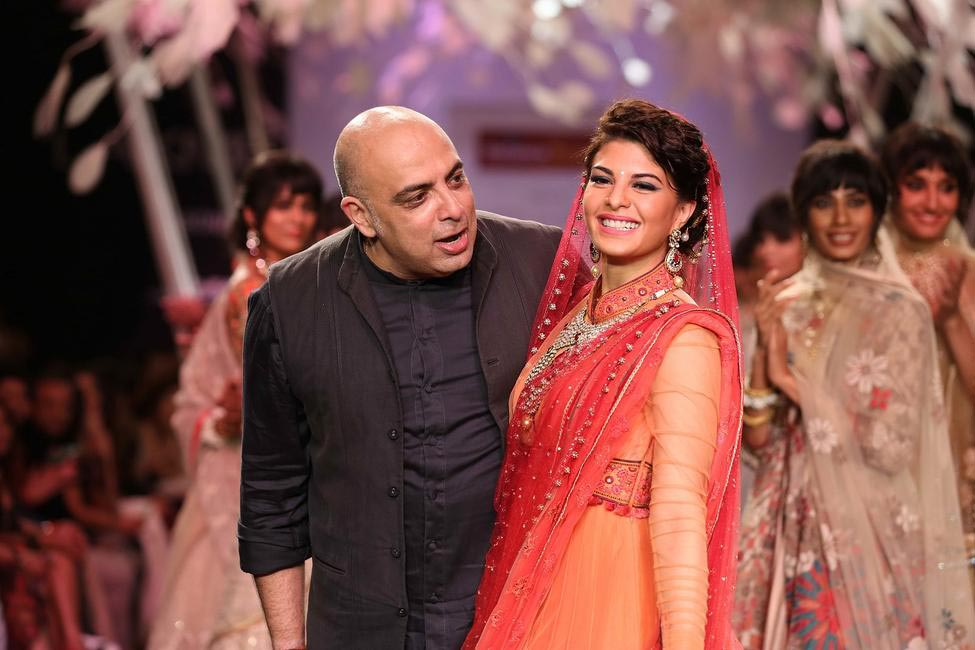 The lovely Jacqueline Fernandez twirled on the head ramp in a red Tarun Tahiliani ensemble.  LFW SR 2014
